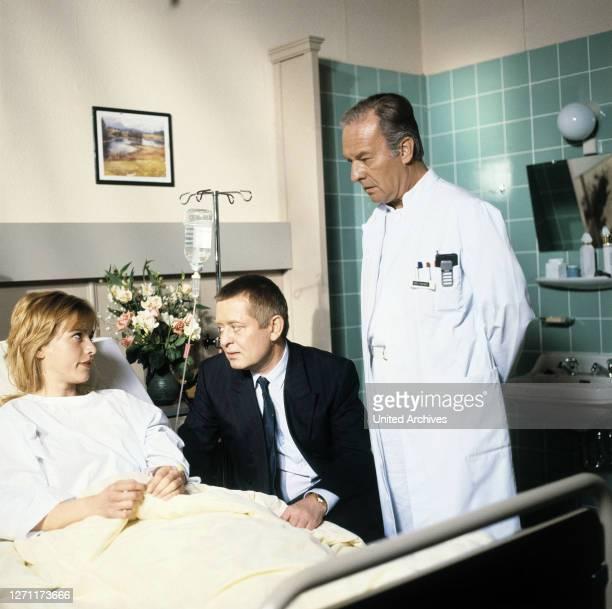 Der kranke Professor BRD 1988 / Hans-Jürgen Tögel KATHARINA ABT, RALF SCHERMULY, HORST NAUMANN, in der Folge: 'Der kranke Professor'. EM /...