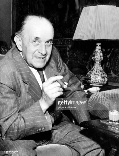 """Der Kritiker und Essayist , aufgenommen am 1. Juni 1961 in Hamburg. Willy Haas leitete seit 1925 die Zeitschrift """"Die literarische Welt"""". Nach der..."""