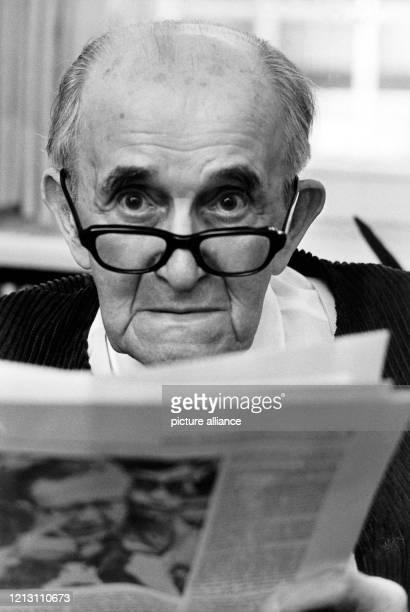 """Der Kritiker und Essayist , aufgenommen am 4. Juni 1971 in Hamburg. Willy Haas leitete seit 1925 die Zeitschrift """"Die literarische Welt"""". Nach der..."""