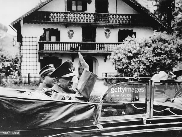 Der kroatische Staatschef Dr Ante Pavelic im Wagen auf der Fahrtzu einem Empfang auf Schloss Fuschl amFuschlsee durchReichsaussenminister Joachim v...