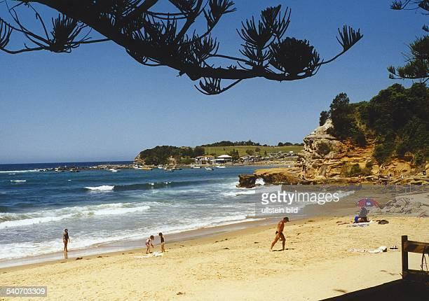 Der Küstenort Terrigal in New South Wales Australien Eine malerische Bucht am Pazifik mit nur wenigen Menschen am Strand Aufgenommen 1998