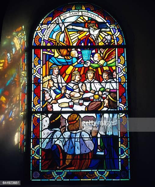 Der Legende nach versammelte Koenig Artus zur Suche des Heiligen Grals seine 50 Ritter an einem runden Tisch um Standesunterschiede zu vermeiden...