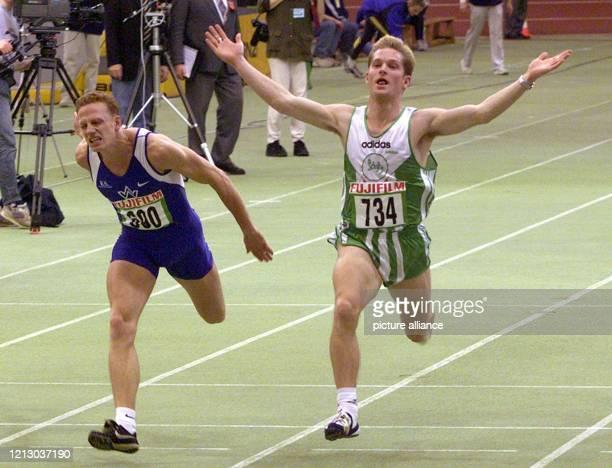 Der Leichtathlet Patrick Schneider jubelt am in der Karlsruher Europahalle bei den Deutschen Leichtathletik Hallenmeisterschaften über seinen Sieg...