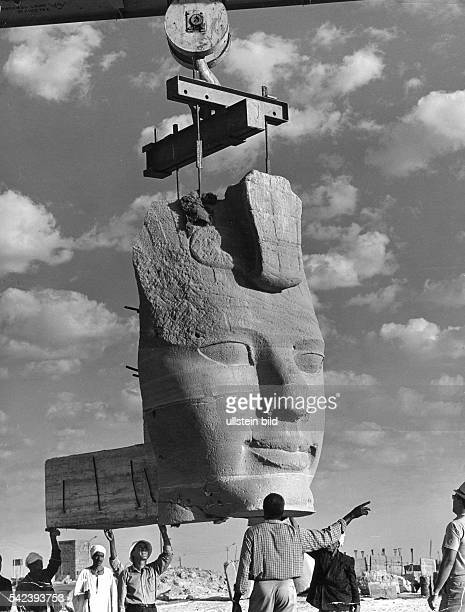 Der letzte RamsesKopf beim Transport zu einer der Statuen der wiederaufgebauten Tempelanlage von Abu Simbel