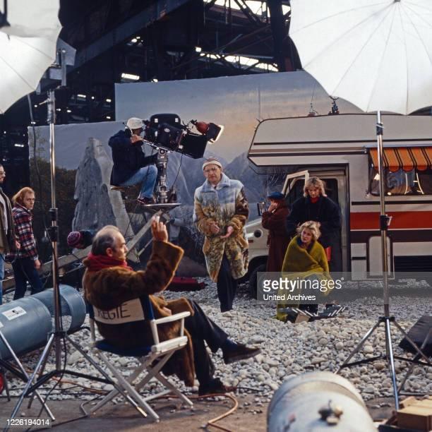 Der Mann, der keine Autos mochte, Fernsehserie, Deutschland 1984, Folge Natur pur, Darsteller: Caroline Ohrner, Birte Berg, Elisabeth Volkmann