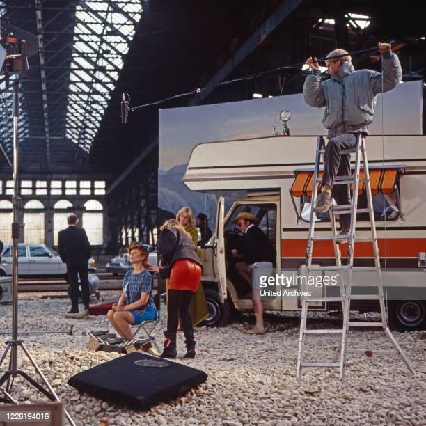 Der Mann der keine Autos mochte Fernsehserie Deutschland 1984 Folge Natur pur Darsteller Caroline Ohrner Birte Berg Elisabeth Volkmann