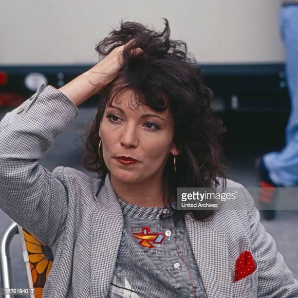 Der Mann, der keine Autos mochte, Fernsehserie, Deutschland 1984, Folge Natur pur, Darsteller: iris Berben