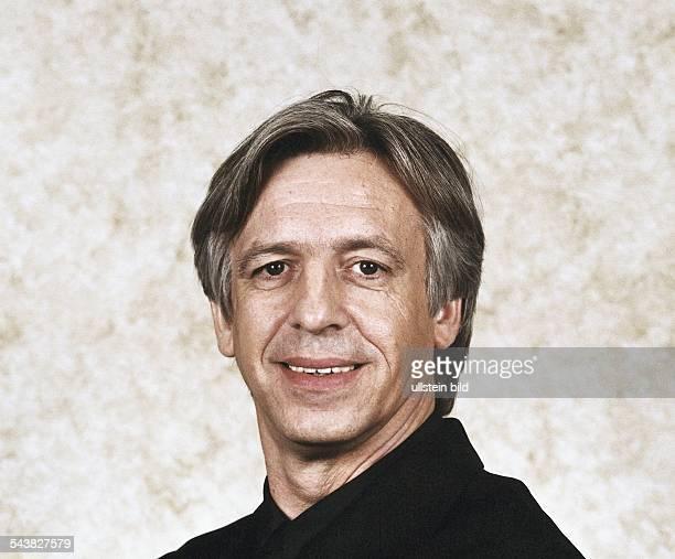 Der Moderator des ARDWirtschaftsMagazins 'Plusminus' beim Westdeutschen Rundfunk HansJoachim Rüdel Undatiertes Foto