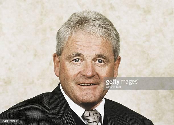 Der Moderator des ARDWirtschaftsMagazins 'Plusminus' Otto Deppe Aufgenommen November 1999
