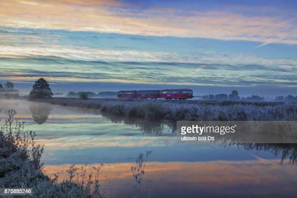 Der Moorexpress am frühen Morgen während einer seiner Winterfahrten von Stade nach Osterholz Scharmbeck