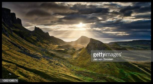 der morgen am quiraing - morgen stock pictures, royalty-free photos & images