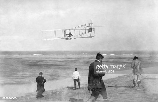 Der motorlose Aeroplan der Brüder Wright PJ Press Bureau / Kester Originalaufnahme im Archiv von Ullstein Bild