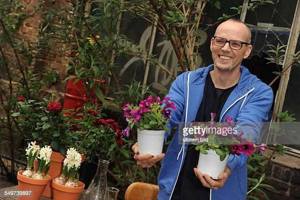 Der Musiker Sänger und Moderator Thomas D bekannt als Mitglied der Fantastischen Vier posiert in Köln bei einem Fototermin zur Fernsehsendung Wissen...