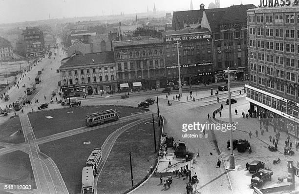 Der neue Alexanderplatz mit Berolina Bürohaus Blick in die Landsberger Strasse re zweigt die Alexanderstrasse ab um 1935
