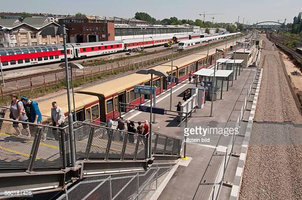 Der neue Bahnsteig des SBahnhofes Warschauer Straße in BerlinFriedrichshain Dieser SBahnhof wird neu gebaut Nach Fertigstellung der beiden Bahnsteige...