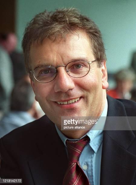 Der neue saarländische Minister für Bildung, Kultur und Wissenschaft, Jürgen Schreier , am 22.9.1999 in Saarbrücken. Der 51-jährige Lehrer für...