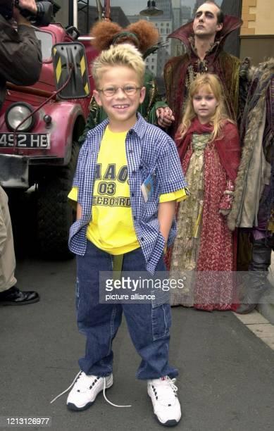 """Der neun Jahre alte Hauptdarsteller des Films """"Der kleine Vampir"""", Jonathan Lipnicki, stellt sich bei der Weltpremiere des Streifens am im..."""