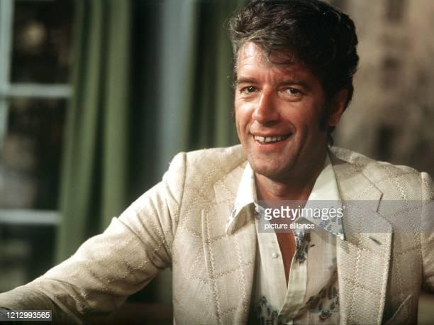 Der niederländische Showmaster und Sänger Rudi Carrell, aufgenommen im Juni 1971. Am 20. Dezember 2002 nimmt Carrell Abschied vom Fernsehpublikum....