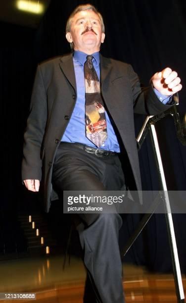 Der nordrhein-westfälische FDP-Vorsitzende Jürgen Möllemann betritt am 25.3.2000 in Essen auf dem Landesparteitag der FDP die Bühne. Sieben Wochen...