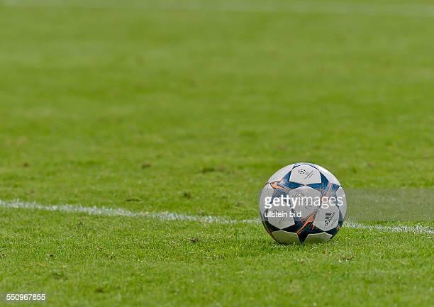 Der offizielle Spielball der UEFA Champions League von Adidas auf dem Raden waehrend dem Viertelfinal Rueckspiel zur UEFA Champions League FC Bayern...