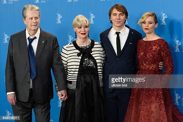 Der Produzent Brian Wilson und seine Ehefrau Melinda Ledbetter, der Schauspieler Paul Dano und die Schauspielerin Elizabeth Banks während des...
