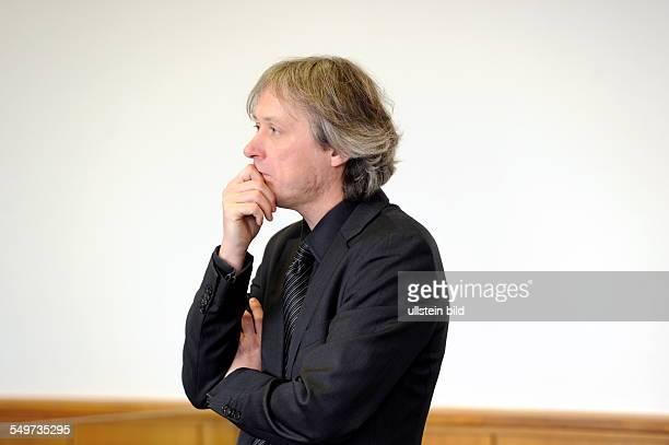 Der Prozess gegen Dr Ralph Melcher der frühere Leiter des Saarlandmuseums wird vor dem Landgericht in Saarbrücken teilweise neu aufgerollt Am 27...