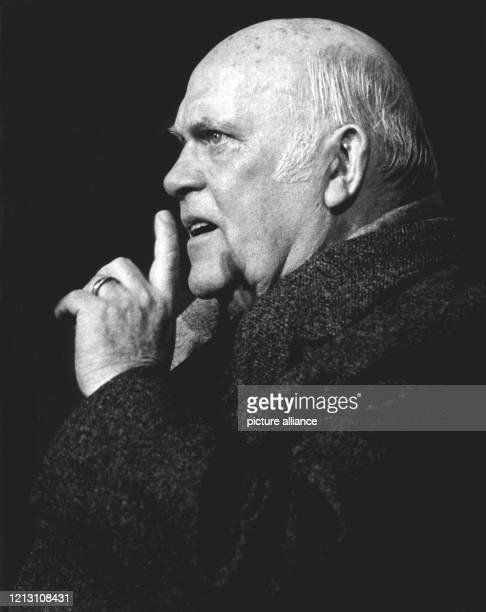 """Der Regisseur und Schauspieler am 17. März 1974 während der Proben zu dem Neil-Simon-Stück """"Sonny-Boys"""" in den Münchner Kammerspielen. Paul Verhoeven..."""
