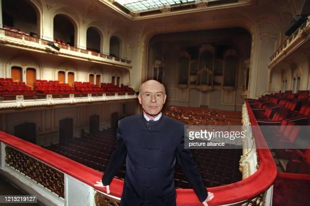 Der renommierte Dirigent und Pianist Christoph Eschenbach steht am 5.5.1998 im Zuschauerraum der Hamburger Musikhalle. Der 58jährige wird mit Beginn...