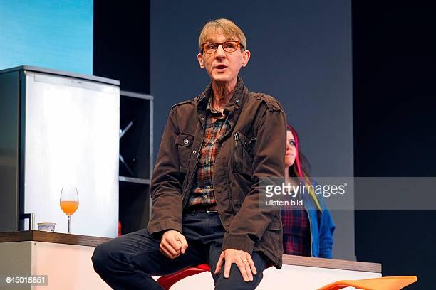 Der Schauspieler Andreas Schmidt als Rainer am bei der Fotoprobe zum Theaterstück MITTENDRIN in der Berliner Komödie am Kurfürstendamm, Premiere