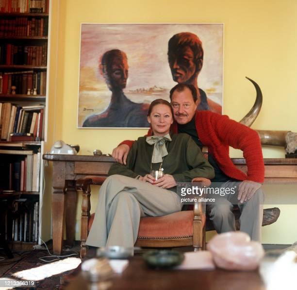 Der Schauspieler Ivan Desny und seine Gattin, das frühere Chanel Model Gishlaine Arsac, aufgenommen im Dezember 1978 in ihrem Haus in Ascona am Lago...