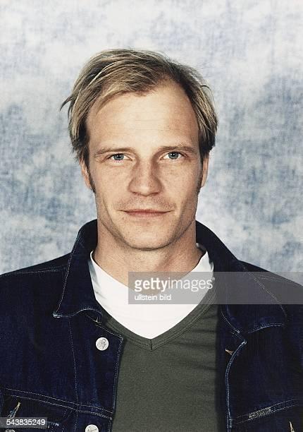 Der Schauspieler Thorsten Nindel Er trägt eine Jeansjacke von Calvin Klein Aufgenommen Februar 1999