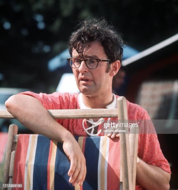 """Der Schauspieler und Kabarettist Ernst Hilbich - hier bei Dreharbeiten zum Film """"Nur nicht nervös werden"""" im August 1971 - feiert am 16. März seinen..."""