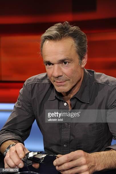 Der Schauspieler und Umweltaktivist Hannes Jaenicke zu Gast in der ARD Talkshow Hart aber Fair in Köln