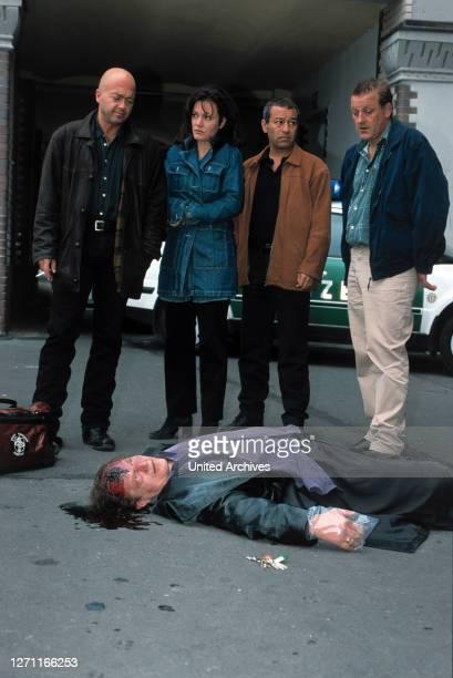 Der schnelle Tod D 2000 / Kilian Riedhof Bild: FLORIAN MARTENS als Otto, MAJA MARANOW als Verena, TAYFUN BADEMSOY als Yüksel, LEONARD LANSINK als...