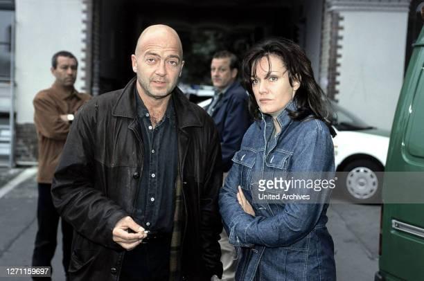 TEAM / Der schnelle Tod Deutschland 2000 / Kilian Riedhof Das Team von Otto und Verena muss einen Mord im BodybuilderMilieu aufklären Szene Vor dem...