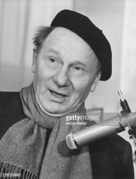 Der Sänger und Schauspieler in einer zeitgenössischen Aufnahme. Ernst Busch, bekannt als Interpret von Arbeiterliedern sowie von Liedern über den...