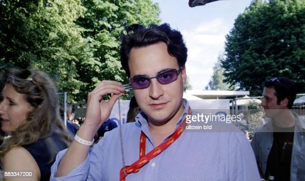Der Sohn des Schauspielers und Entertainers Harald Juhnke Oliver Juhnke auf der Love Parade Jede Nutzung im Internet ist nur nach vorheriger...