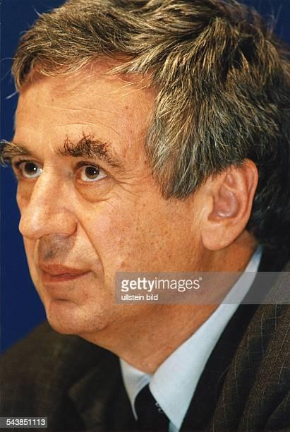 Der SPDKulturbeauftragte Michael Naumann in halber Seitenansicht