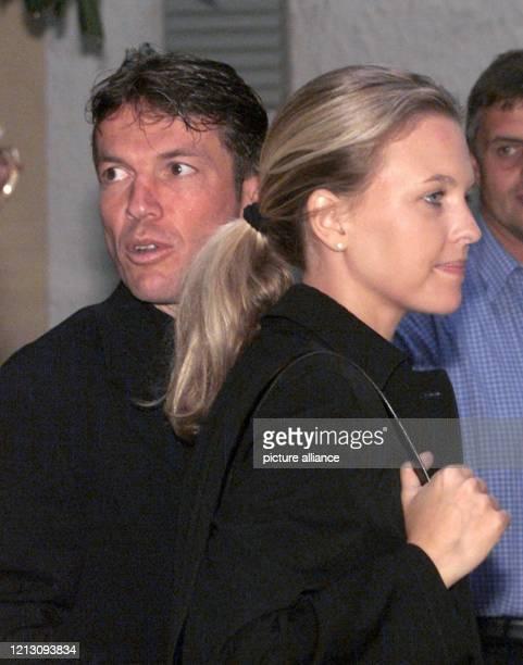 Der Spieler des FC Bayern München Lothar Matthäus und seine Freundin Maren Müller-Wohlfahrt am 29.8.1999 in St. Bartholomä am Königssee . Die...