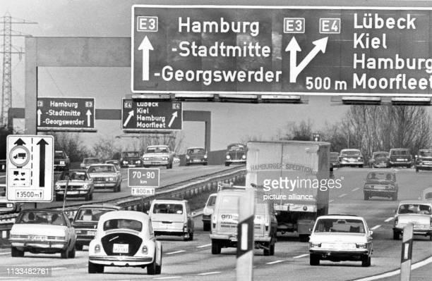 Der stark befahrene BAB-Abzweiger kurz vor Hamburg an einem normalenTag. Während des Fahrverbotes am war dieser Abschnitt wie ausgestorben. Wegen der...