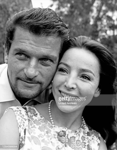 Der österreichisch deutsche Schauspieler Hans von Borsody mit seiner zweiten Ehefrau Alwy Becker, um Ende 1960er Jahre.