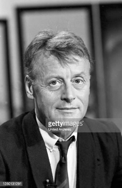 """Der österreichische Schauspieler und Theaterregisseur Helmut Lohner in der Sendung """"Showgeschichten"""", Deutschland 1980er Jahre."""