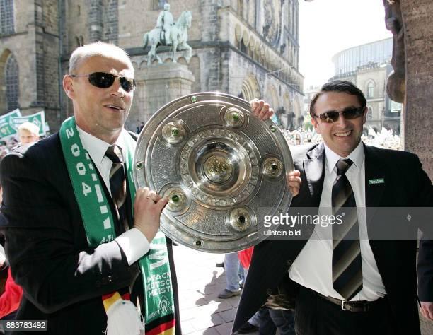 Der SV Werder Bremen entlaesst Trainer Thomas Schaaf. Unser Archivbild zeigt: Fussball 1. Bundesliga Saison 2003/2004 Die Stadt Bremen feiert ihren...