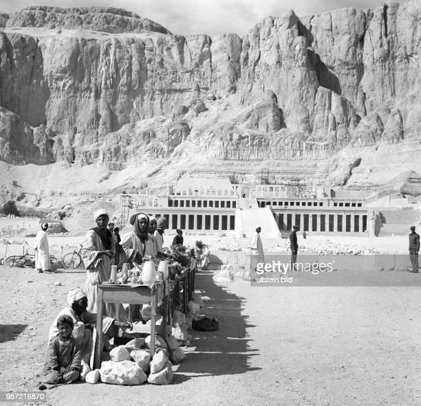 Der Tempel der Hatschepsut zählt als Teil der Stadt Theben zum UNESCOWeltkulturerbe Der Totentempel der Königin Hatschepsut steigt in drei Terrassen...
