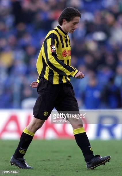 Der tschechische Mittelfeldspieler Tomas Rosicky vom FußballBundesligisten Borussia Dortmund geht über den Rasen