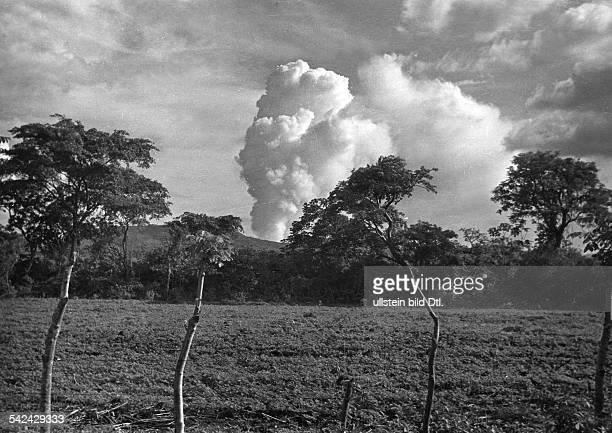 der tätige Vulkan Masaya 1956