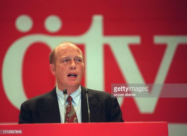 Der ÖTV-Vorsitzende Herbert Mai bei seiner Rede am 28.9.96 in Stuttgart während der 100-Jahr-Feier der Gewerkschaft Öffentliche Dienste, Transport...