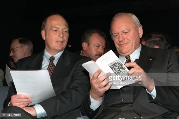 Der ÖTV-Vorsitzende Herbert Mai und Bundespräsident Roman Herzog während der 100-Jahr-Feier der Gewerkschaft Öffentliche Dienste, Transport und...