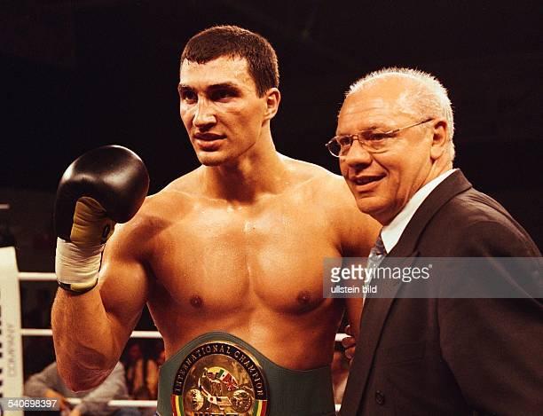 Der ukrainische Schwergewichtsboxer Waldimir Klitschko und Promotor KlausPeter Kohl arbeiten weiterhin zusammen