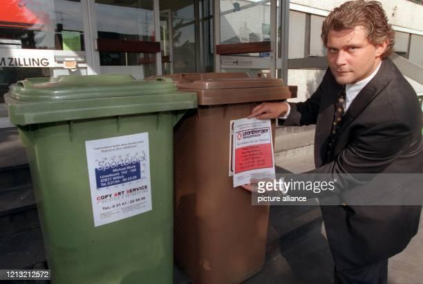 Der Unternehmer Stefan Schims aus dem niederrheinischen Willich hat die Abfalleimer als Werbefläche entdeckt Er bietet Bürgern Bargeld auf die Hand...